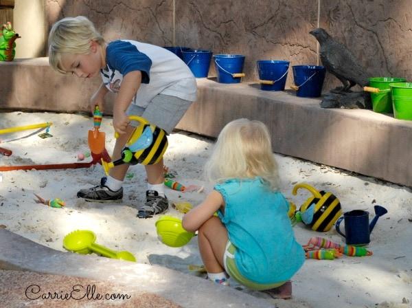 kids digging in sand
