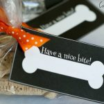 Halloween Treats for Pets – Free Printable Treat Bag Labels!