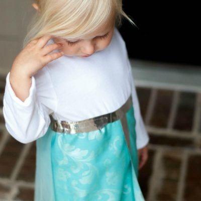 Super Simple No-Sew Elsa Costume