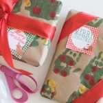 Easy Kid Craft: DIY Christmas Gift Wrap