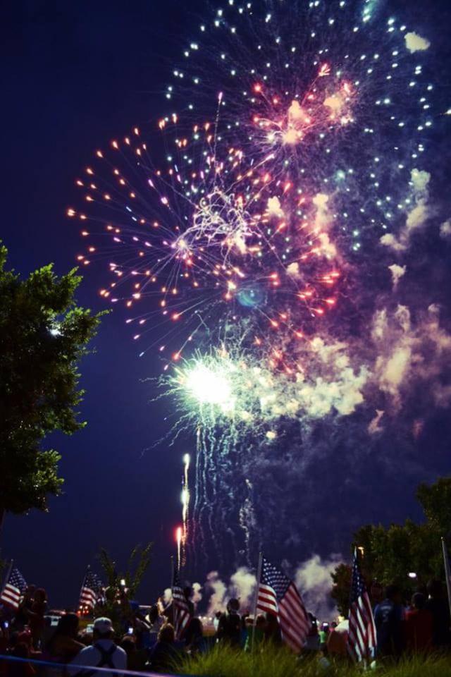 Firewheel Town Center Star Spangled Spectacular_ Courtesy of Simon