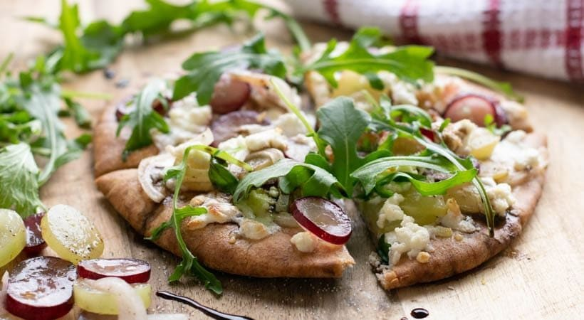 Healthy Grape, Walnut & Goat Cheese Pizza (21 Day Fix)