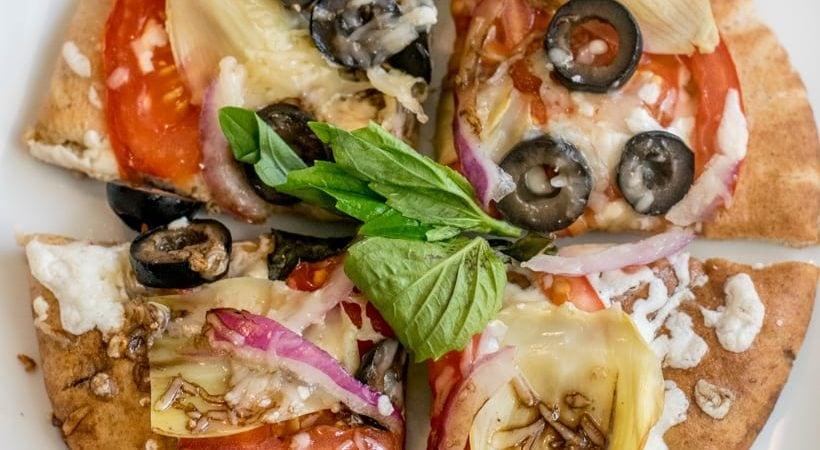 Whole Wheat Artichoke Pizza {21 Day Fix, Weight Watchers}