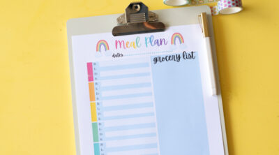 Today I'm sharing an adorable rainbow breakfast lunch dinner meal planner printable. This unique printable will let you keep an entire week of meals organized on one single sheet!